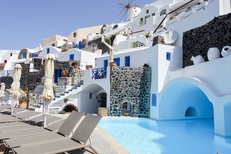 Where to Stay in Santorini – The Best Towns & Hotels